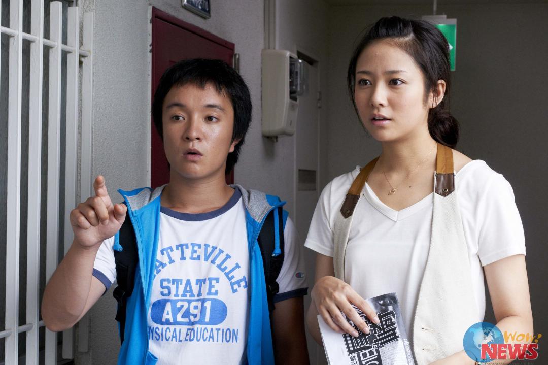 女主角木村文乃(右)饰演滨田岳的