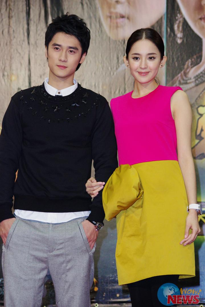 宮廷劇持續發燒,2011年「步步驚心」、2012年「甄嬛傳」在台灣都掀起一股旋風,劇中演員的知名度也不斷上升,兩部同為清宮題材的戲劇,當然少不了一番比較。25日劉詩詩、胡歌、古力娜扎以及蔣勁夫來台宣傳新戲「軒轅劍之天之痕」,但媒體的注意力依然還是離不開「若曦」以及「步步驚心」是否會開拍續集。 雖然劉詩詩因班機延誤,讓記者會延遲了2個多小時,但劉詩詩一現身先忙著鞠躬道歉,親切的笑容化解了記者會的僵硬氣氛。對於大家期待的「步步驚心2」,劉詩詩也親口證實在3月份就會開拍,自己還是會擔任若曦的角色。對於是否也有