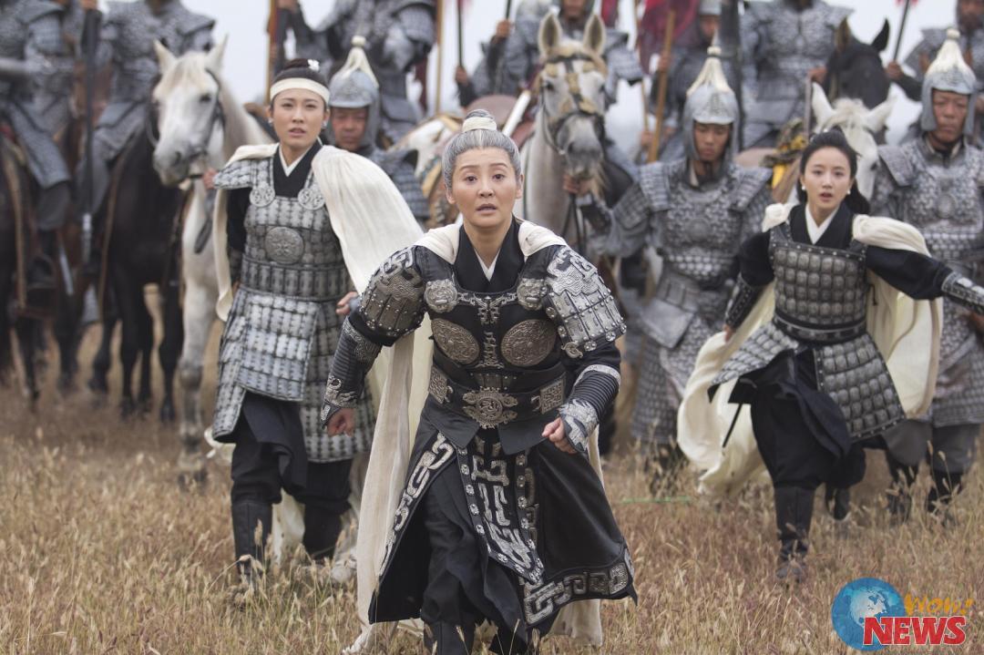 忠烈杨家将-徐帆饰演的佘太君跑著迎接丈夫回来